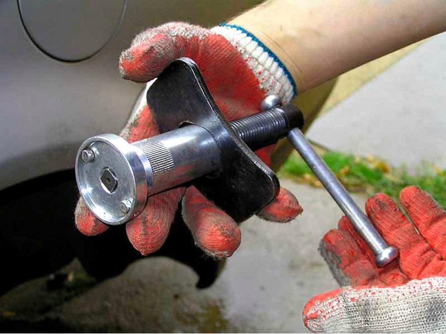 приспособление для замены тормозных колодок