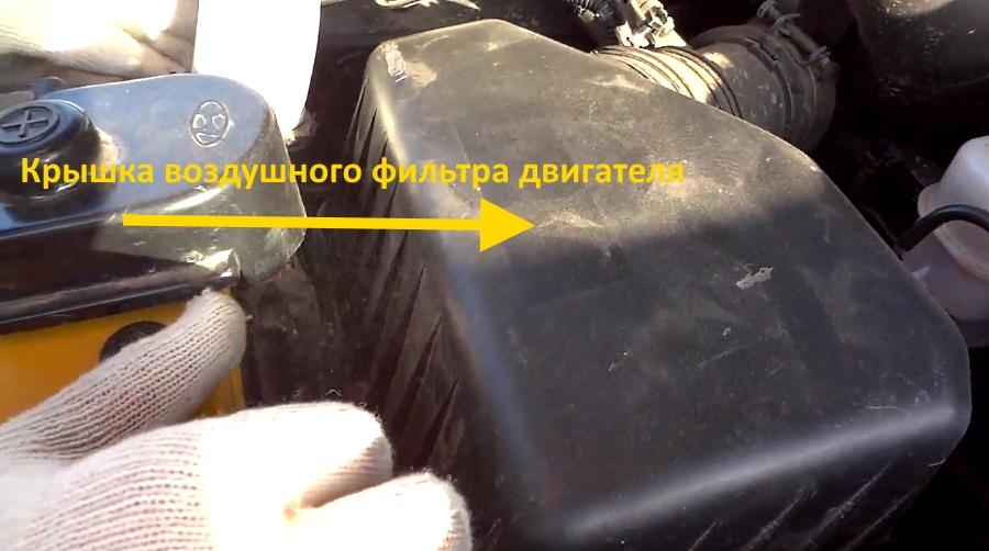 снимаем крышку воздушного фильтра двигателя хендай санта фе