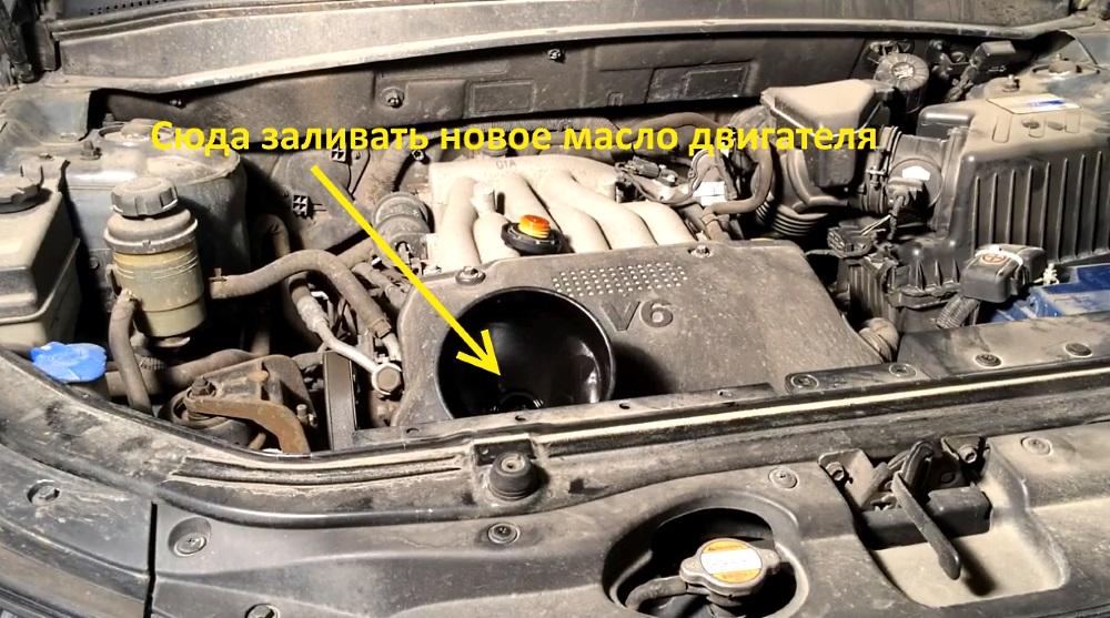 заливаем новое масло в двигатель хендай санта фе