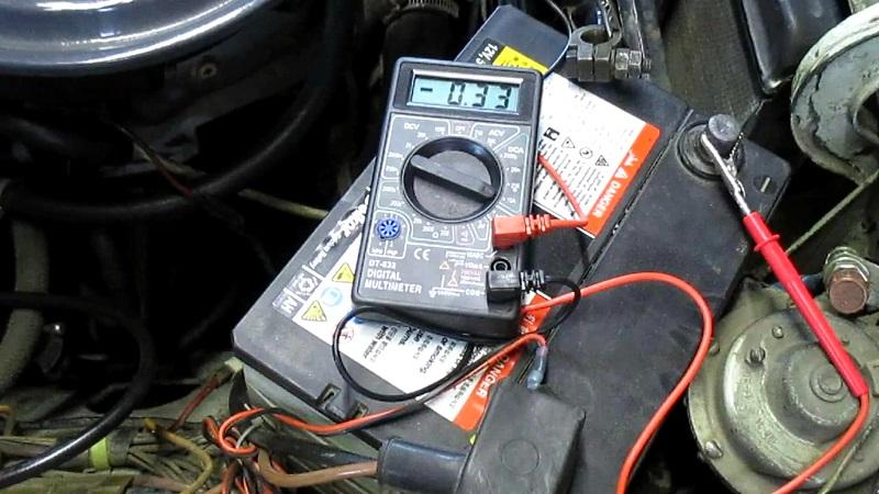 низкий заряд аккумулятора автомобиля