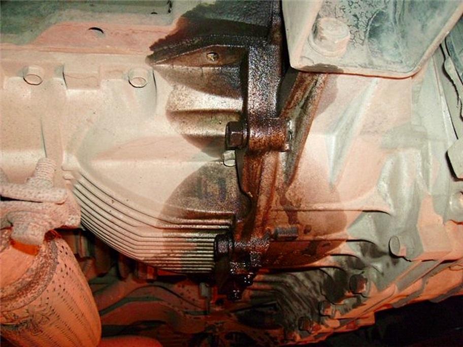 подтекает масло под корзиной автомобиля