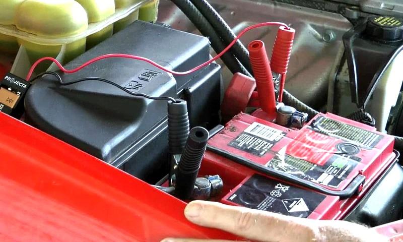 зарядка аккумулятора автомобиля с помощью зарядного устройства