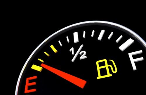 кончилось топливо и не получается завести мотор