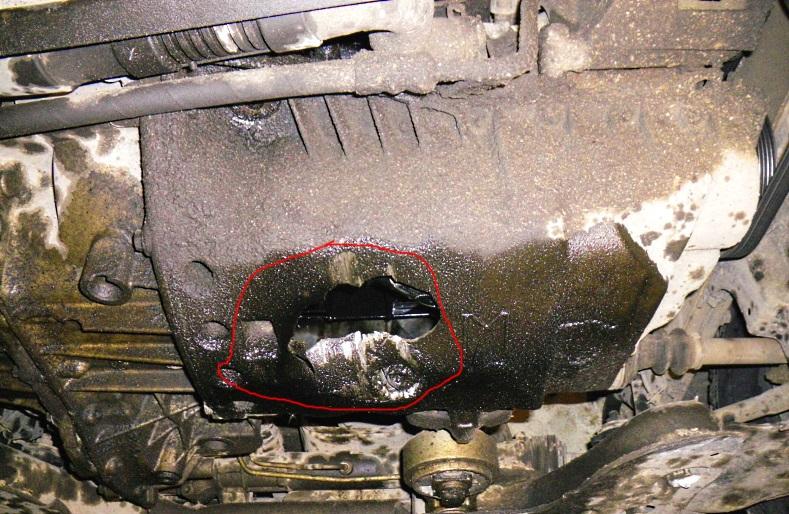 пробитый картер двигателя