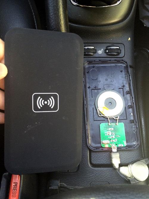 Беспроводная зарядка смартфона в автомобиле