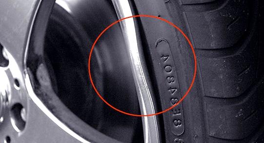 спускает колесо между диском и покрышкой решение