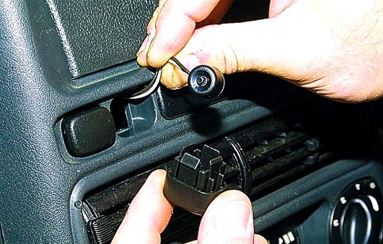 потайная кнопка для разрыва цепи от угона автомобиля