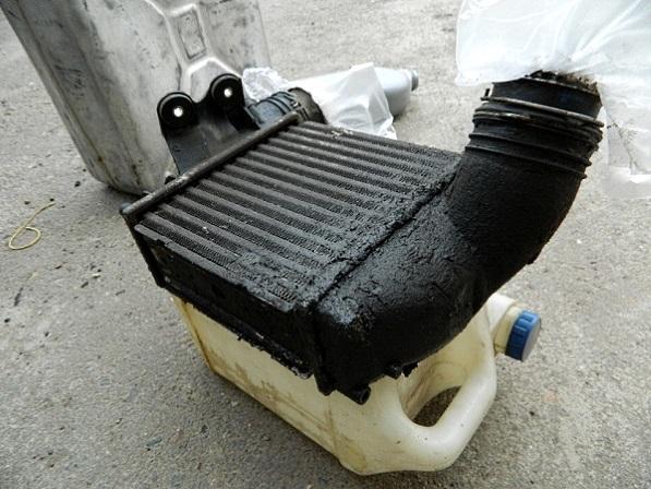 снятый сливной маслопровод турбины