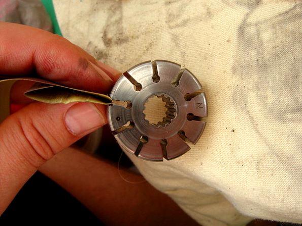 шлифовка наждачкой заусенец в цилиндре гур хендай санта фе