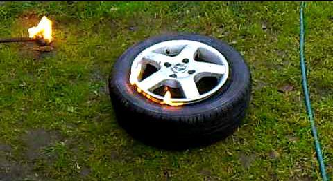 качаем бескамерную шину с помощью бензина