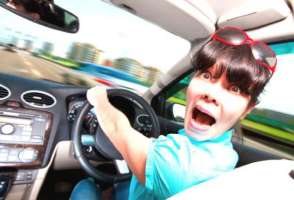 как водят авто женщины