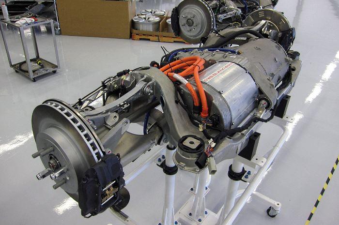 Двигатель и трансмиссия Tesla