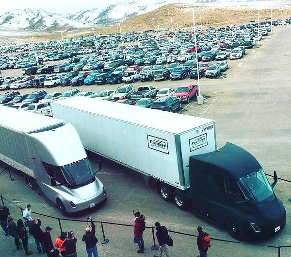 Электрические грузовики Tesla Semi