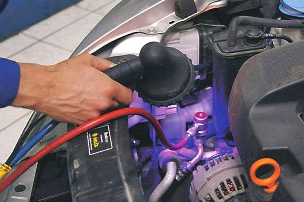 Основные признаками утечки фреона в автомобильном кондиционере