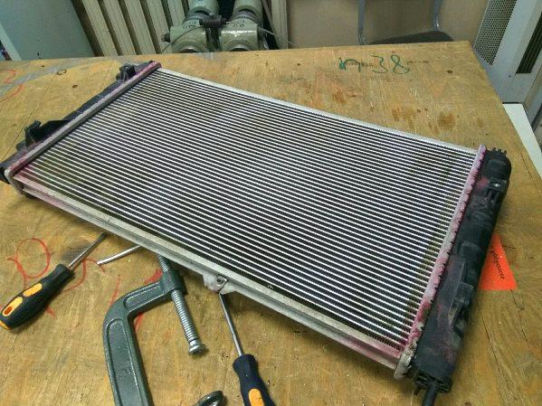 ремонт радиатора охлаждения двигателя в автомобиле