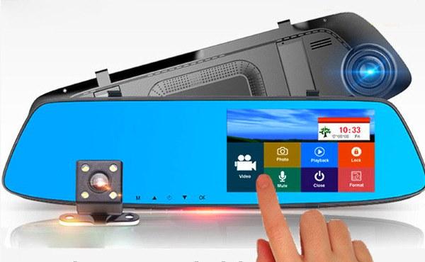 видеорегистратор с сенсорным экраном и большим дисплеем