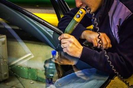 засверливание трещины стекла авто