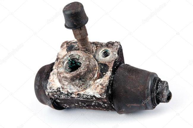 Изношенный тормозной цилиндр