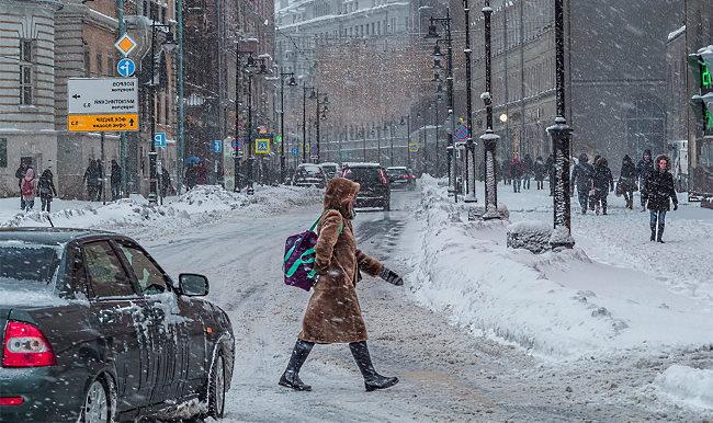 По глубокому снегу на машине
