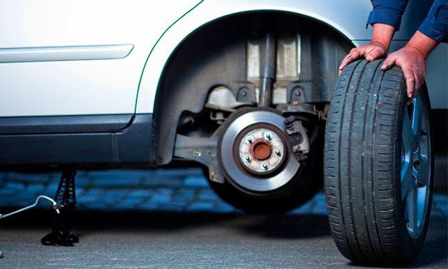 как поменять колесо на машине пошагово