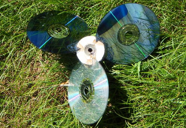 устройство для отпугивания птиц из дисков