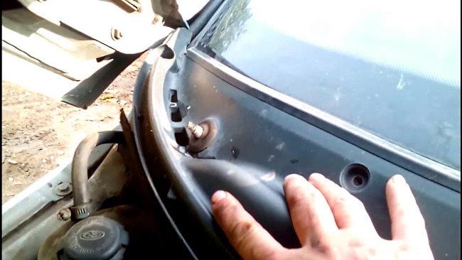 как попадает вода в салон автомобиля